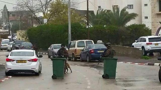 Security forces blocking off a street in Arara while searching for Nashat Melhem (Photo: Mohammed Abu Gosh)