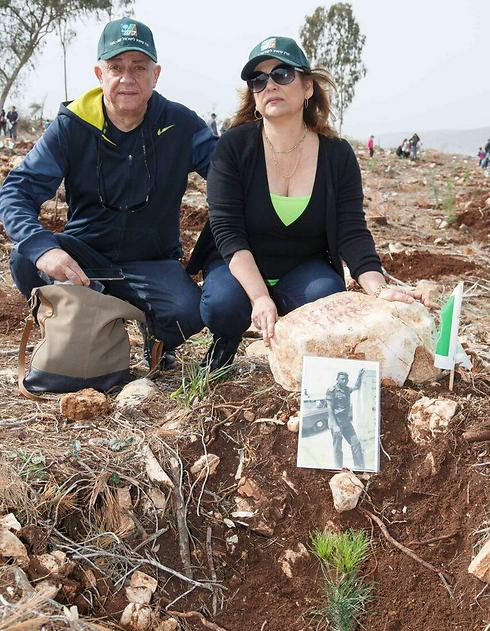 Planting trees at Lavi Forest in memory of fallen soldiers (Photo: Ancho Gush, KKL)