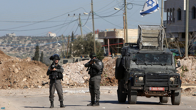 Reinforcement in the West Bank helps battle rioting (Photo: AFP)