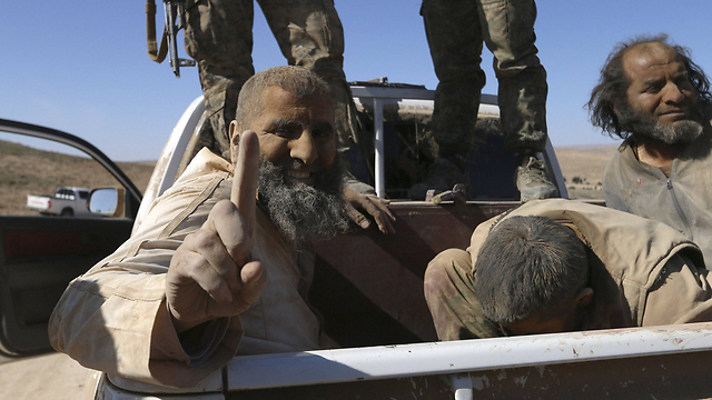 ISIS fighters captured by Syrian rebels (Photo: Reuters)