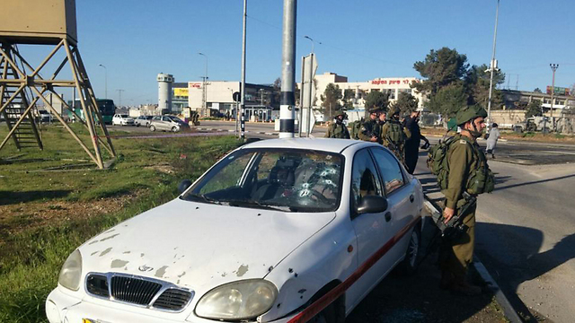 Terrorist's car at the Gush Etzion junction (Photo: Fire Department)