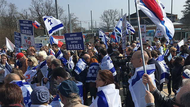 Pro-Israel demonstration outside the UNHRC earlier this week (Photo: Eldad Beck)
