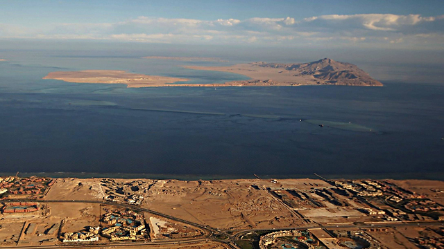 The islands of Tiran (forefront) and Sanafir (further back) (Photo: AFP)