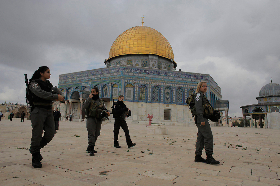 Security forces on the Temple Mount (Photo: Reuters/Archive)