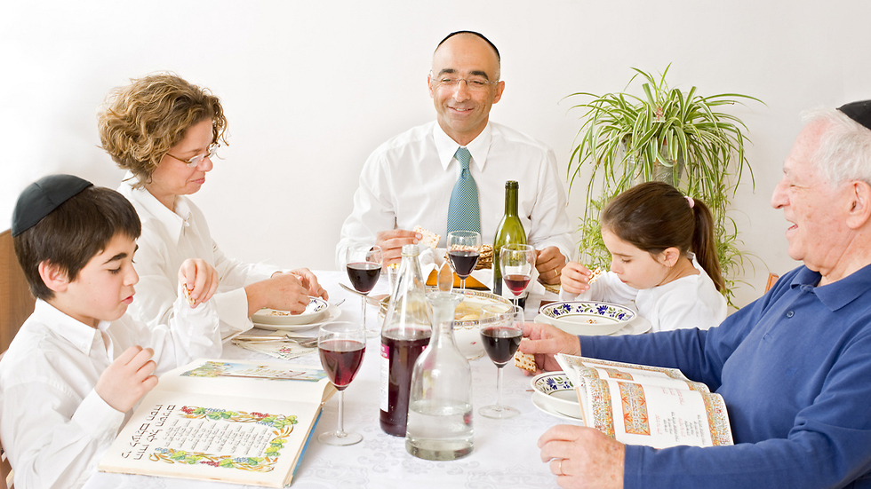 Traditional Seder table (Photo: Shutterstock)