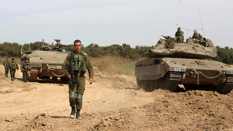 IDF soldiers and tanks on Gaza border (Photo: AFP) (Photo: AFP)