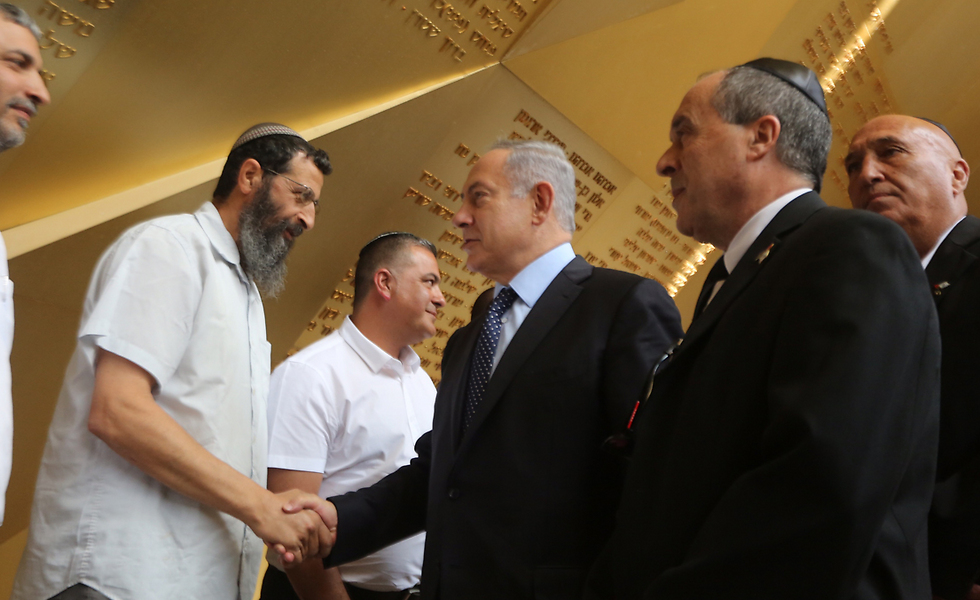 Prime Minister Netanyahu meets with members of bereaved families (Photo: Gil Yohanan)