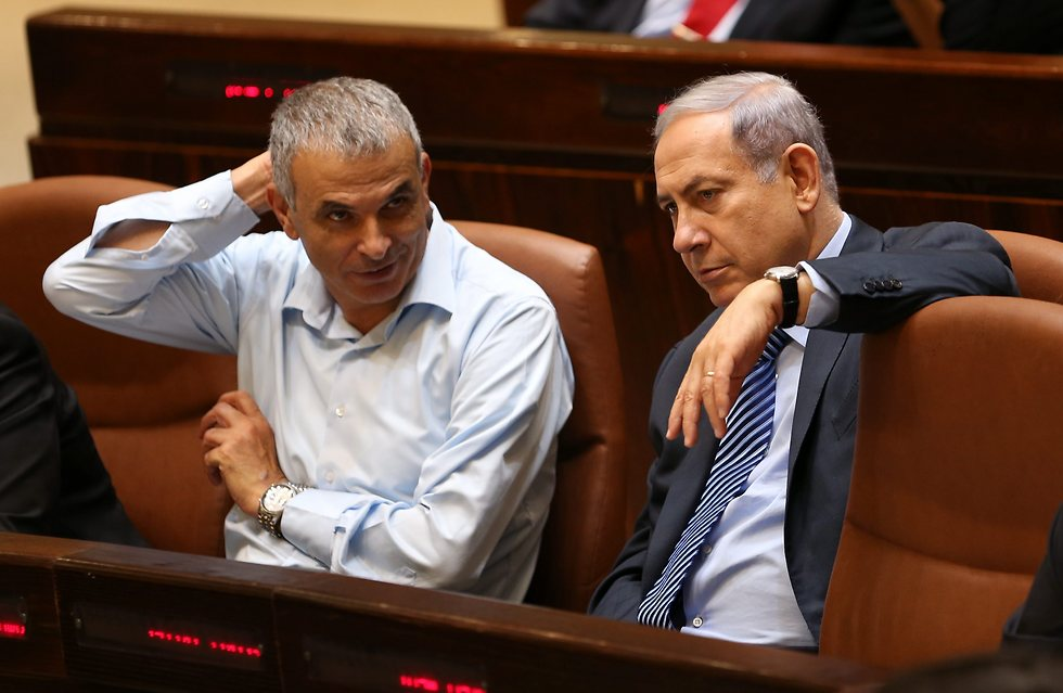 Finance Minister Kahlon (L) and PM Netanyahu will attempt to consolidate their disparate economic plans (Photo: Alex Kolomoisky)