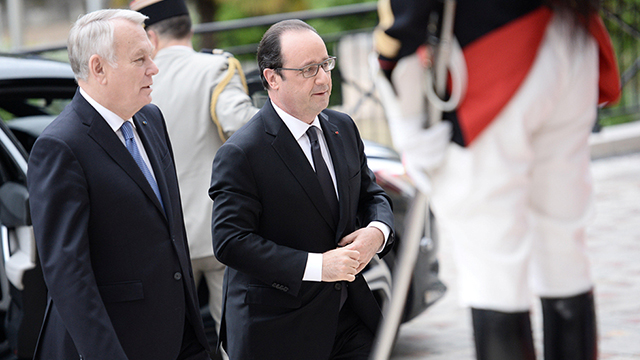 French President Hollande, right, arriving to the conference accompanied by French Foreign Minister Jean-Marc Ayrault (Photo: Reuters)