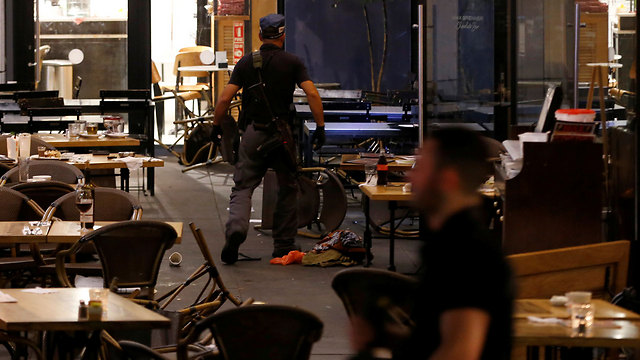Security forces in a restaurant (Photo: Reuters) (Photo: Reuters)