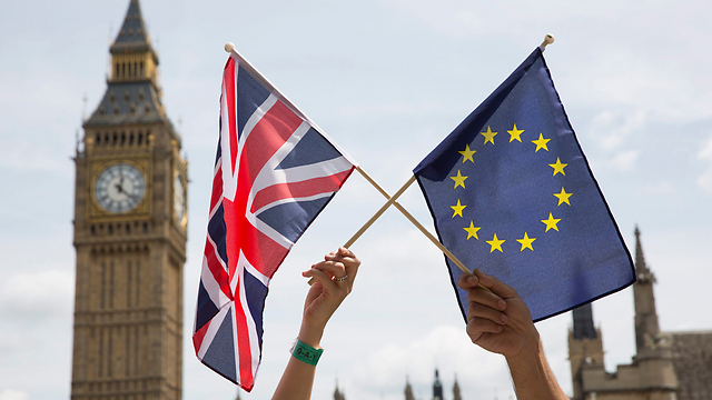 European Union and United Kingdom flags (Photo:EPA) (Photo: EPA)