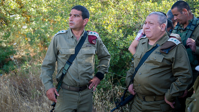 Chief of Staff Gadi Eisenkot visits scene of attack in Kiryat Arba (Photo: IDF spokesperson's unit)