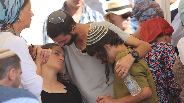 Tehila and her brothers at their father's funeral (Photo: Gil Yohanan)