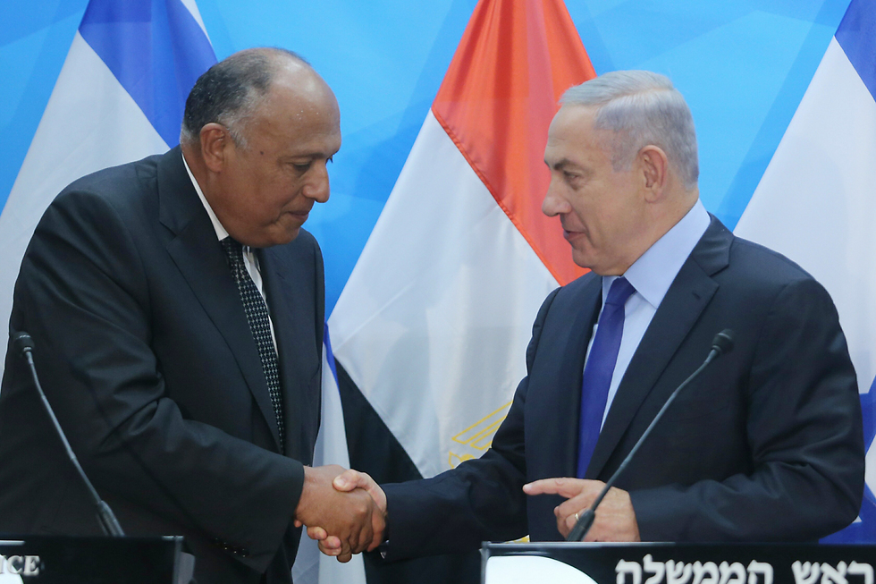Foreign Minister Sameh Shoukry with Benjamin Netanyahu (Photo: Alex Kolomoisky)