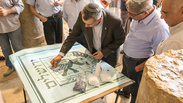 Zeev Elkin, the Minister of Jerusalem Affairs makes a mosaic of Jerusalem's symbol during the unveiling of new Mosiacs in the Jewish Quarter of Jerusalem's Old City. (Photo: Andrew McIntire/TPS)