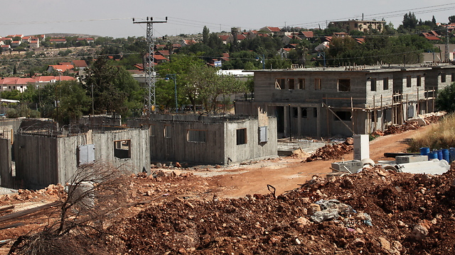 Construction in the settlement of Ofra (Photo: Amit Shabi)