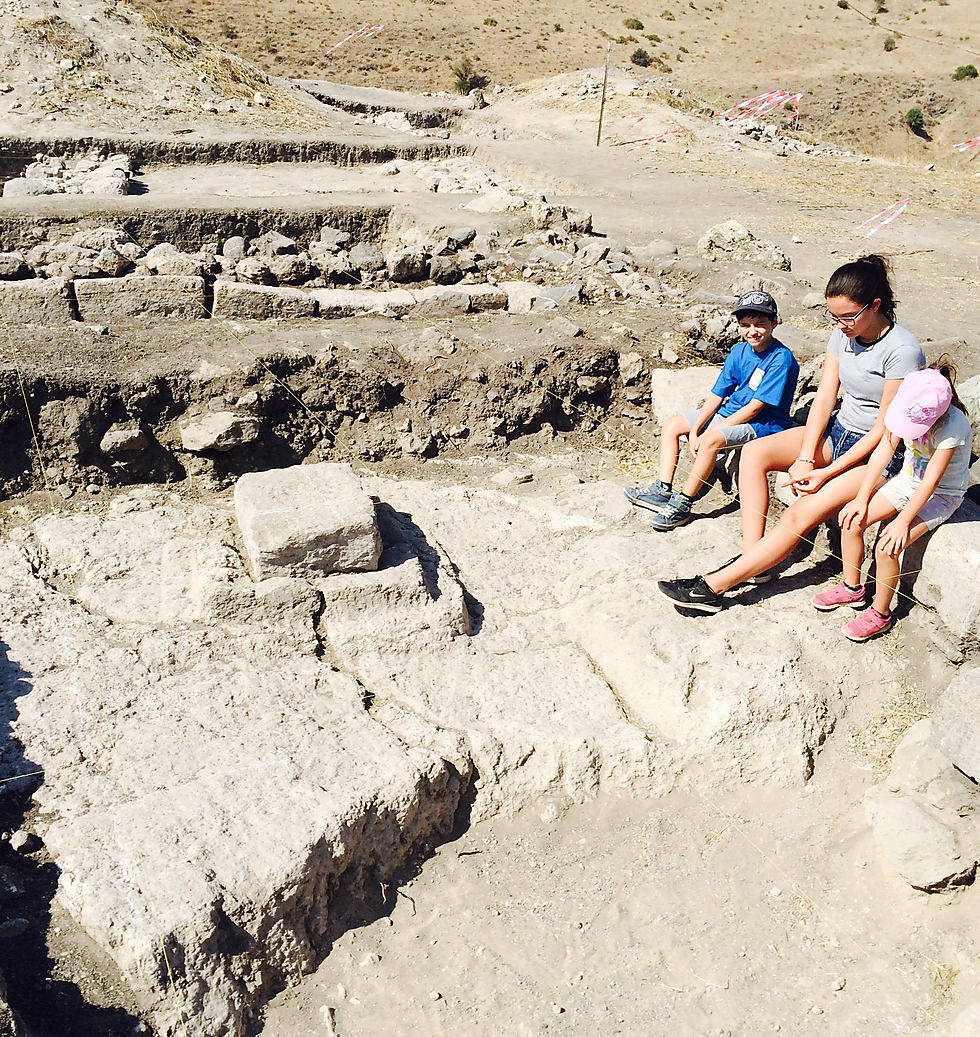 Remins dated back to the 1st century inside the synagogue discovered at Tel Reches (Photo: Dr. Motti Aviam)