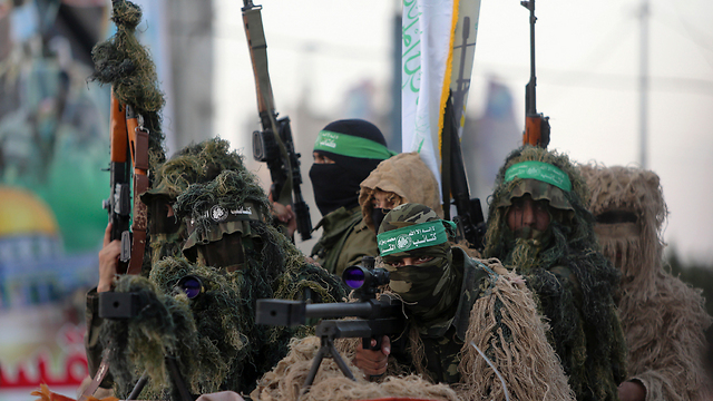 Hamas gunmen. If the IDF is indeed preparing to occupy Gaza, it must be updated on the effectiveness of the advanced means used by the Americans in Mosul (Photo: AP)   (Photo: AP)