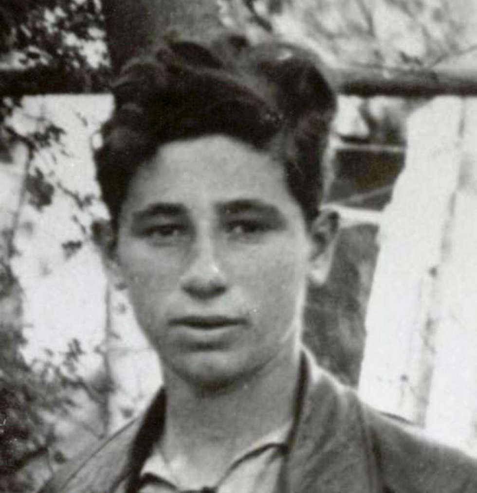 Shimon Peres in his youth (Photo: Shimon Peres Archives)
