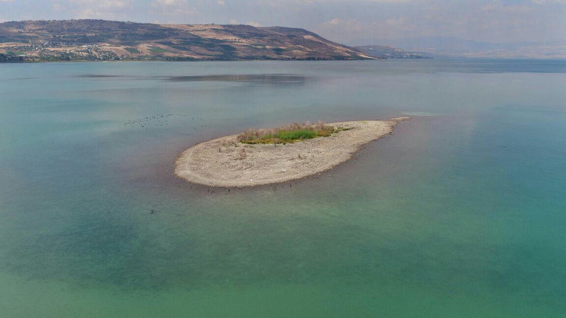 The island in the middle of the Sea of Galilee (Photo: Air Documentation Project)