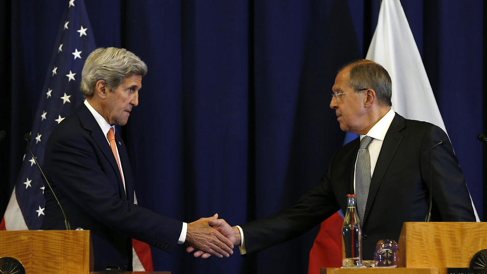 US Secretary of State John Kerry with Russian Foreign Minister Sergei Lavrov (Photo: AP)
