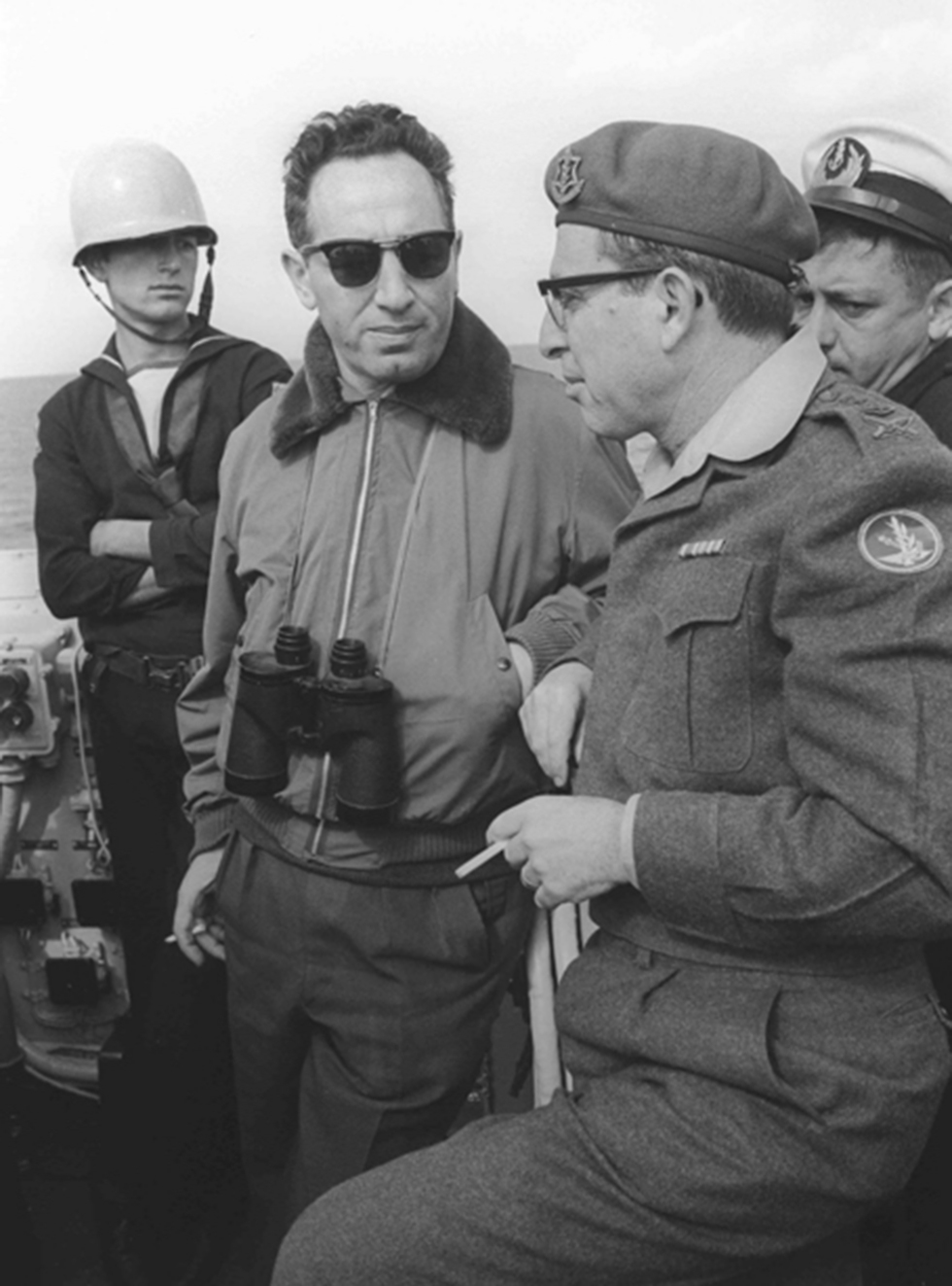 Peres at a Navy exercise (Photo: IDF Archive)