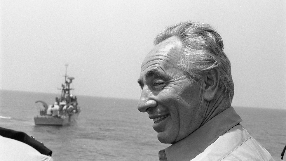 Then-PM Peres at sea on Aug. 21, 1985 (Photo: IDF Archive)