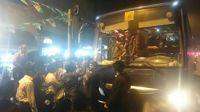 Soldiers descend from bus to a furious Haredi crowd (Photo: Sahar Almog)