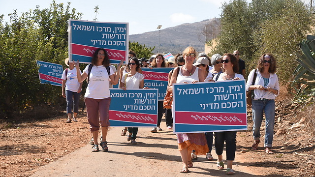 Wmen Wave Peace walking to Metula (Photo: Avihu Shapira)