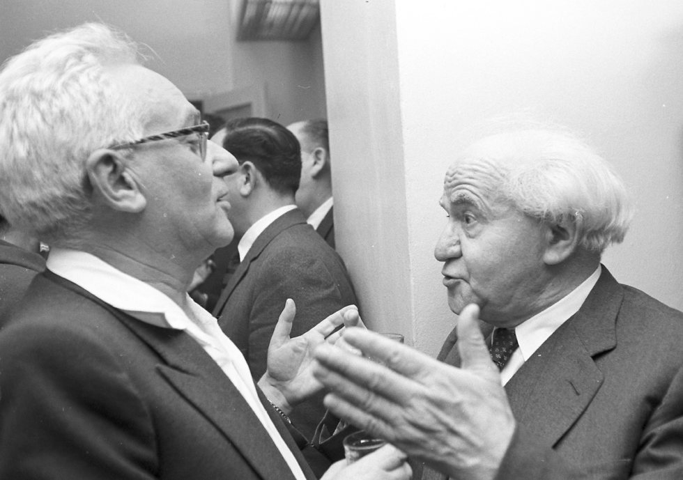 MK Ya'akov Riftin speaking to Israel's first prime minister David Ben-Gurion, 1961 (Photo: David Rubinger)
