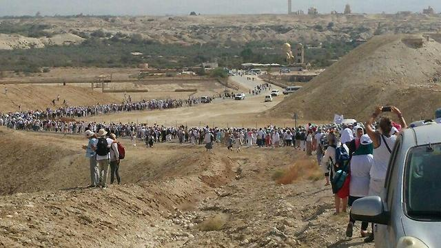 Thousands of women marching to Qasr al-Yahud on the border between Isral and Jordan (Photo: Women Wage Peace)