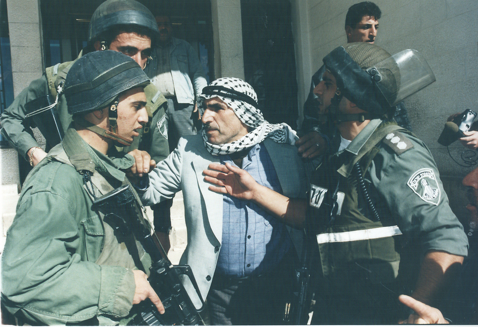 IDF troops in Hebron in the aftermath of Friedman's shooting attack in 1997 (Photo: Zoom 77) (צילום: זום 77)