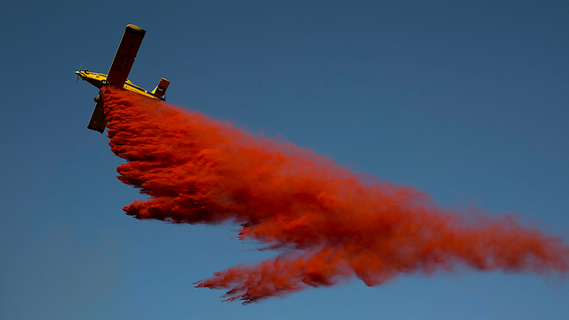 One of Israel's firefighting aircraft over the fire in Nataf (Photo: EPA)