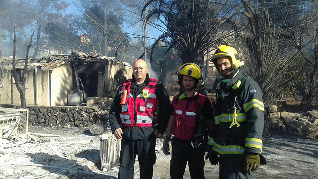 Firefighters in the settlements of Halamish (Photo: Judea and Samaria Fire Department Spokesperson's Unit)