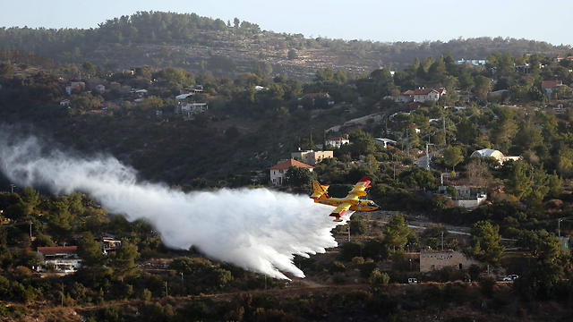 Firefighting in Nahf area (Photo: AFP)