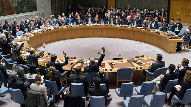UN Security Council voting in favor of anti-settlement resolution (Photo: AP)