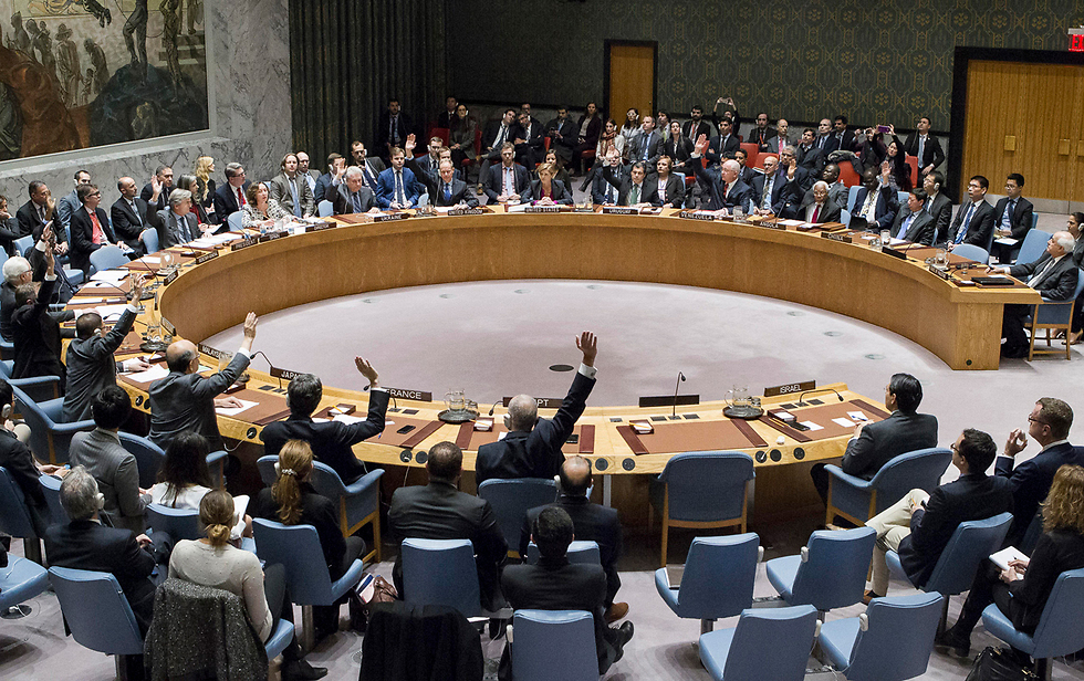 UN Security Council voting to adopt resolution (Photo: AP)
