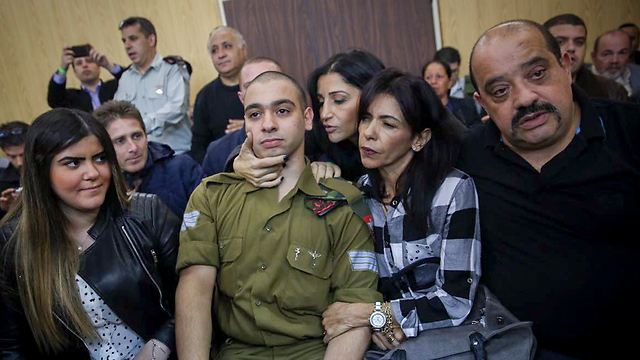 Azaria at court with his girlfriend to his right and his parents to his left (Photo: Flash90)