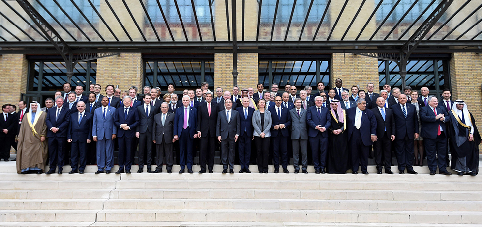 'Family picture' of attending representatives (Photo: AFP)