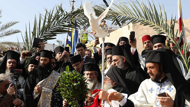 Priests release dove during ceremony in Jordan river (Photo: AFP) (Photo: AFP)