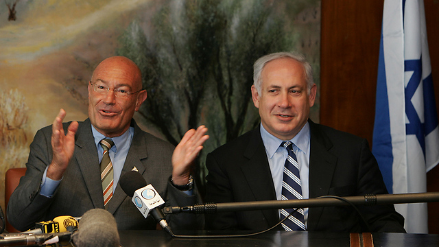 Arnon Milchan and Prime Minister Netanyahu, 2015 (Photo: gettyimages) (Photo: Getty Images)