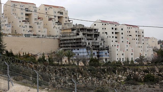 Settlement construction in Kiryat Arba (Photo: EPA) (Photo: EPA)