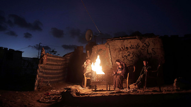 Residents of the Gazan city of Khan Unis during a power outtage (Photo: AP)