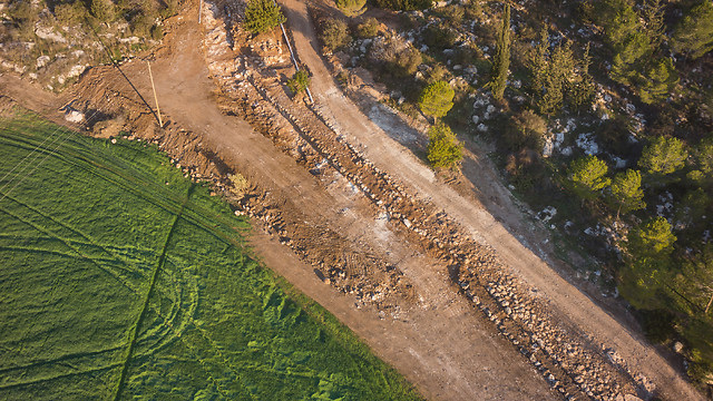 Aerial photograph of the road (Photo: Griffin Aerial Photography Company, courtesy of IAA)