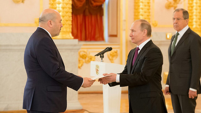 Ambassador Gary Koren presenting his credentials to Russian President Putin (Photo: Israel's Embassy in Russia)
