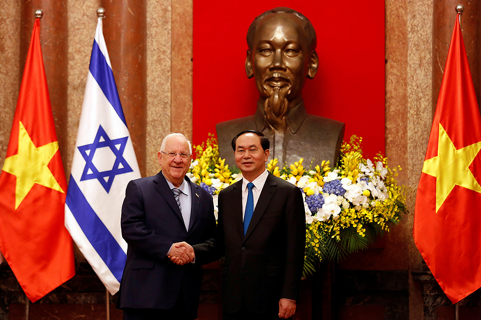 The two presidents in Hanoi (Photo: Reuters)