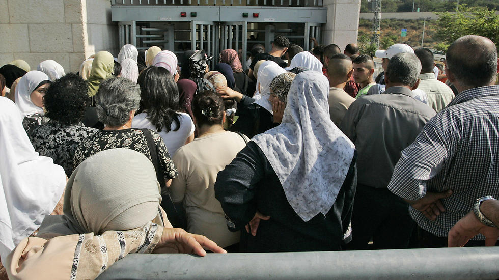 Palestinians waiting outside the Israeli Interior Ministry to receive citizenship (Photo: AP)  (Photo: AP)