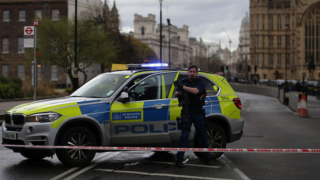 London Police arrive on the scene (Photo: AFP)