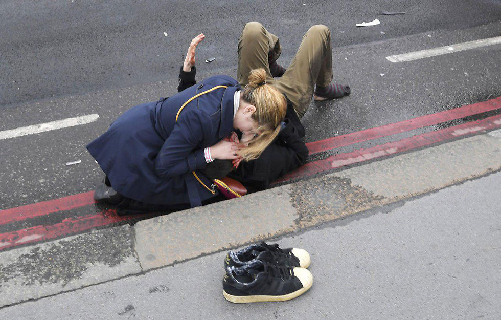 Terror attack victim outside British Parliament (Photo: Reuters)