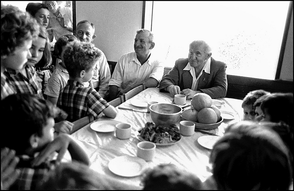 David Ben-Gurion with children, 1953, shot days after he announced his resignation from the prime ministership and plans to relocate to Sde Boker (Photo: David Seymour)